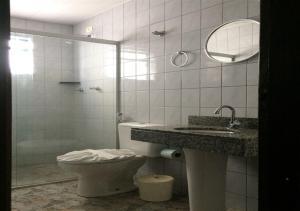 A bathroom at Hotel Rafeli
