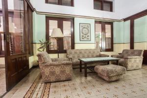 A seating area at RedDoorz near Balai Kota Malang