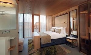 A bed or beds in a room at Hotel Jakarta Amsterdam