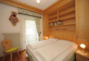 A bed or beds in a room at Casa Piva Dolomiti