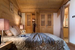 A bed or beds in a room at CGH Résidences & Spas Les Fermes de Ste Foy
