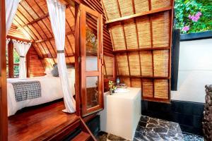 A bathroom at Manta Dive Gili Air Resort