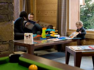 A family staying at CGH Résidences & Spas Les Chalets De Laÿssia
