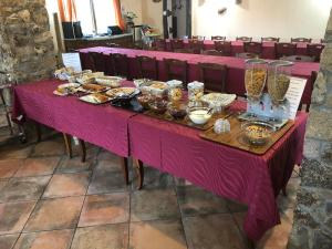 A restaurant or other place to eat at Agriturismo Rocce Bianche
