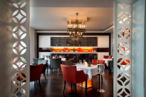A restaurant or other place to eat at Fancourt Hotel