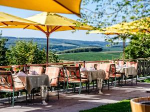 A restaurant or other place to eat at Waldhaus Ohlenbach