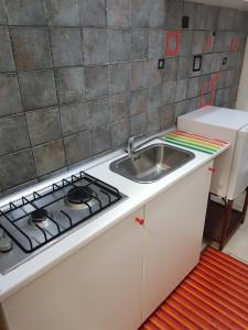 A kitchen or kitchenette at Apartment in Salerno Centro