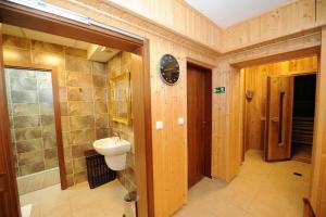 A bathroom at Hotel Prince de Ligne