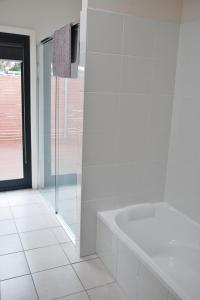 A bathroom at POSITION PERFECT CENTRAL INVERLOCH