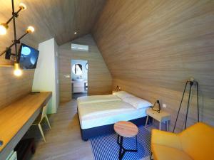 Ein Bett oder Betten in einem Zimmer der Unterkunft Plitvice Holiday Resort