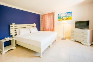 Кровать или кровати в номере Royal Decameron Montego Beach Resort - ALL INCLUSIVE