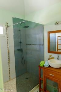Salle de bains dans l'établissement Les Gîtes Les Hauts de Montmain
