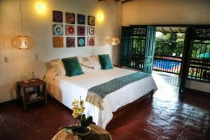 A bed or beds in a room at Hacienda Bambusa