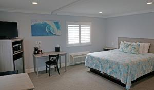 A bed or beds in a room at Surf City Inn