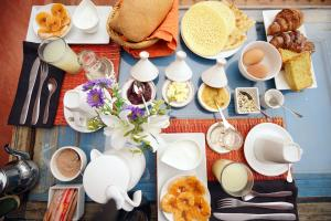 Breakfast options available to guests at The Repose