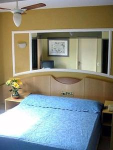 A bed or beds in a room at Hotel Smart Inn