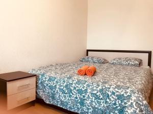 Кровать или кровати в номере Apartments near ParkHouse