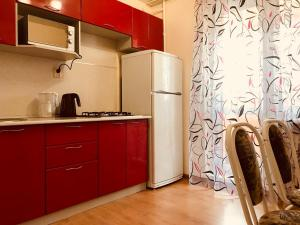 Кухня или мини-кухня в Apartments near ParkHouse