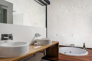 A bathroom at Eurostars Fuerte de la Concepción