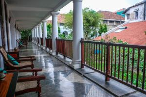 A balcony or terrace at The Heritage Hotel Galle Fort