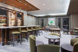 The lounge or bar area at Courtyard Tampa Downtown