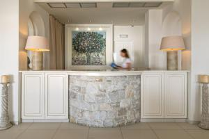 The lobby or reception area at Hotel Alkyon
