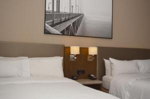 A bed or beds in a room at Hampton Inn San Francisco Downtown/Convention Center