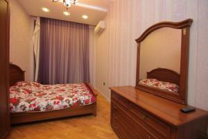 Cama ou camas em um quarto em CENTR BAKU. 4 Bedrooms.