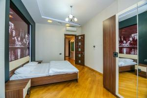 Cama ou camas em um quarto em Street NIZAMI - 4 Bedrooms