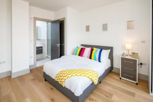 A bed or beds in a room at Regents North London Apartments