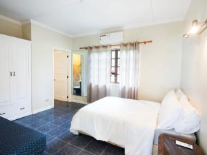 A bed or beds in a room at Villa Amani Vacation Beach House
