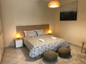 A bed or beds in a room at Flight Apartments Airport by Airstay