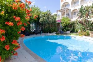 The swimming pool at or near Hotel Simius Playa
