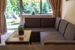 A seating area at Hotel Murowanica