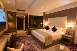 Cama ou camas em um quarto em Frontel Jeddah Hotel Altahlia
