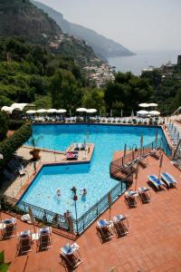 Vista sulla piscina di Hotel Royal Positano o su una piscina nei dintorni