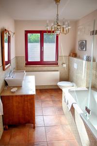 A bathroom at Benkwitz Hotel