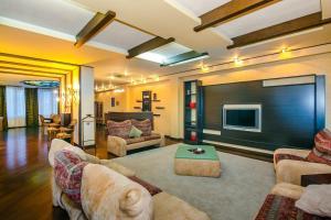 Uma área de estar em Apartment With Sauna 4 Bedrooms