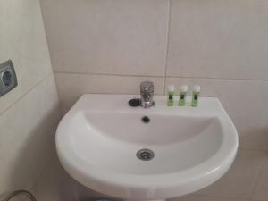 A bathroom at Hotel Leblon