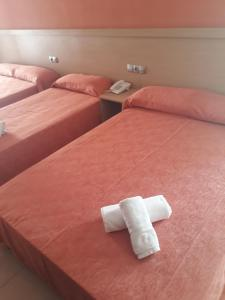 A bed or beds in a room at Hotel Leblon