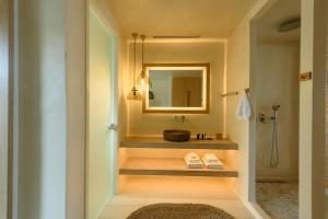 Kylpyhuone majoituspaikassa Divelia East