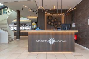 De lobby of receptie bij Fletcher Hotel-Restaurant Het Veerse Meer