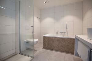 Een badkamer bij Fletcher Hotel-Restaurant Het Veerse Meer