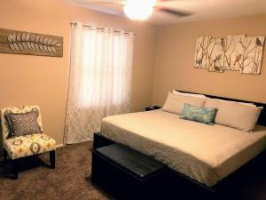 A bed or beds in a room at South Mountain Phoenix