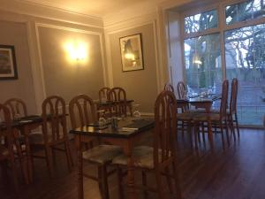 A restaurant or other place to eat at Healey House Hotel