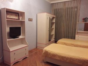 Cama ou camas em um quarto em Короглу Рагимов 17