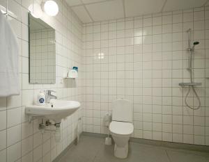 A bathroom at BB-Hotel Rønne Bornholm
