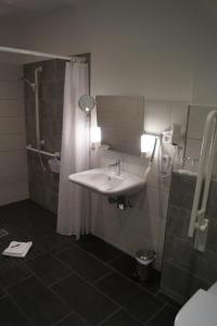 A bathroom at Hotel Gasthof Luis