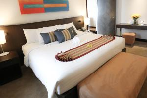 A bed or beds in a room at Aetas Bangkok