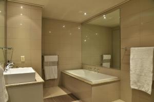 A bathroom at Cape Royale Luxury Suites